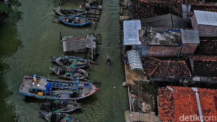 Banjir rob kerap terjadi di wilayah Pantura. Salah satunya di pesisir Demak. Banjir rob di kawasan ini tidak jua teratasi.