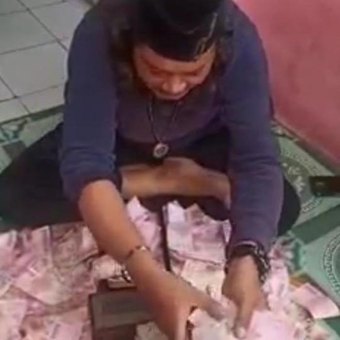 Pria di Bekasi yang bisa gandakan uang (Tangkapan layar)