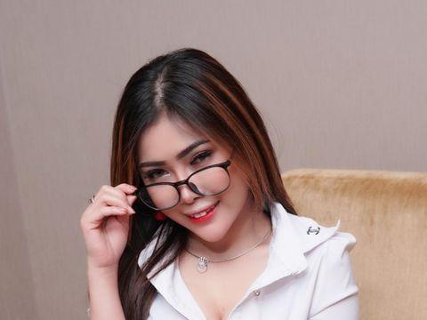 Selebgram dan model Meicha Lee yang menjadi korban filler payudara klinik kecantikan abal-abal.