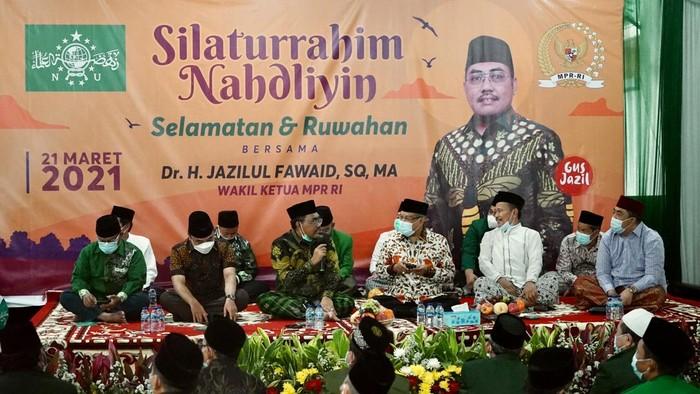 Wakil Ketua MPR Dr Jazilul Fawaid SQ MA menggelar acara doa bersama yang dikemas dengan kegiatan bertajuk Silaturahim Nahdliyin Selamatan dan Ruwahan di rumah dinas kawasan Kemang, Jakarta Selatan