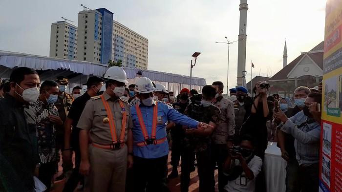 Gubernur DKI Jakarta Anies Baswedan meresmikan SPAM Mookervart di Jakbar, Senin (22/3/2021).