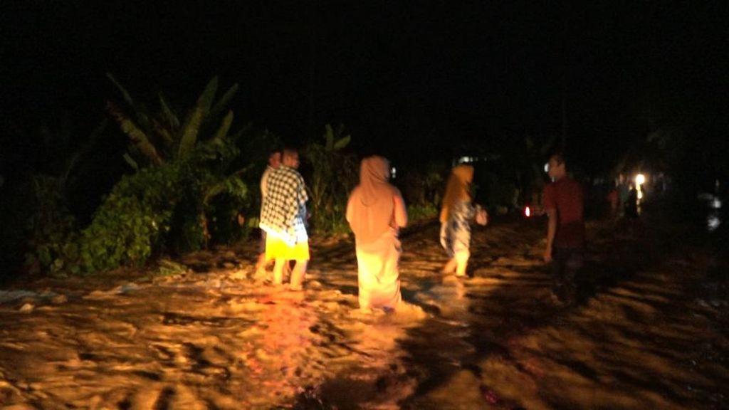 Banjir Rendam Desa di Mapilli Polewali Mandar Sulbar
