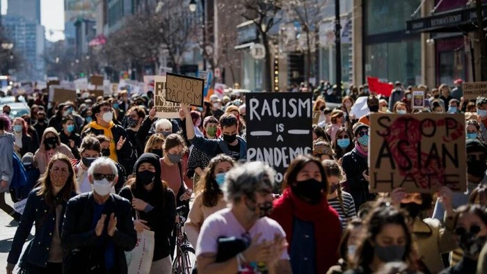 People gathered to commemorate and mourn the eight people, six of whom were women of Asian descent, killed in Atlanta, Georgia, United States, on March 16, 2021. Three massage parlors around Atlanta were targeted by a 21-year-old, Robert Aaron Long, who now faces eight counts of murder and one charge of aggravated assault. (Photo by Andrej Ivanov / AFP)