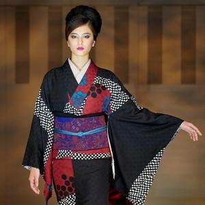 10 Foto Kecantikan Wanita Jepang Fashion Show Pakai Kimono