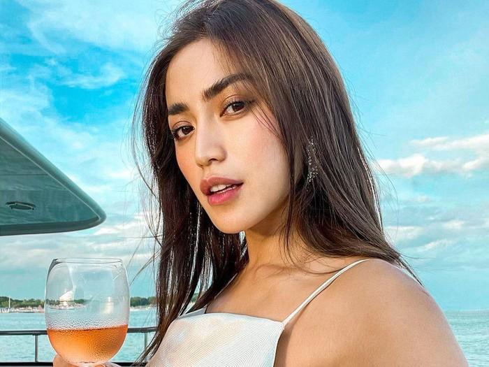 Jessica Iskandar Nikmati Hidup di Bali, Cicip Banyak Makanan Enak