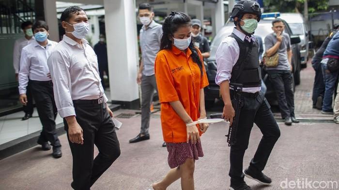 Polda Metro Jaya menangkap sejumlah tersangka terkait jaringan pengedar narkoba lintas provinsi. Para pelaku diketahui produksi narkoba jenis baru.