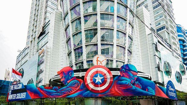 Mural The Falcon and the Winter Soldier di depan Mall FX Sudirman Jakarta Pusat