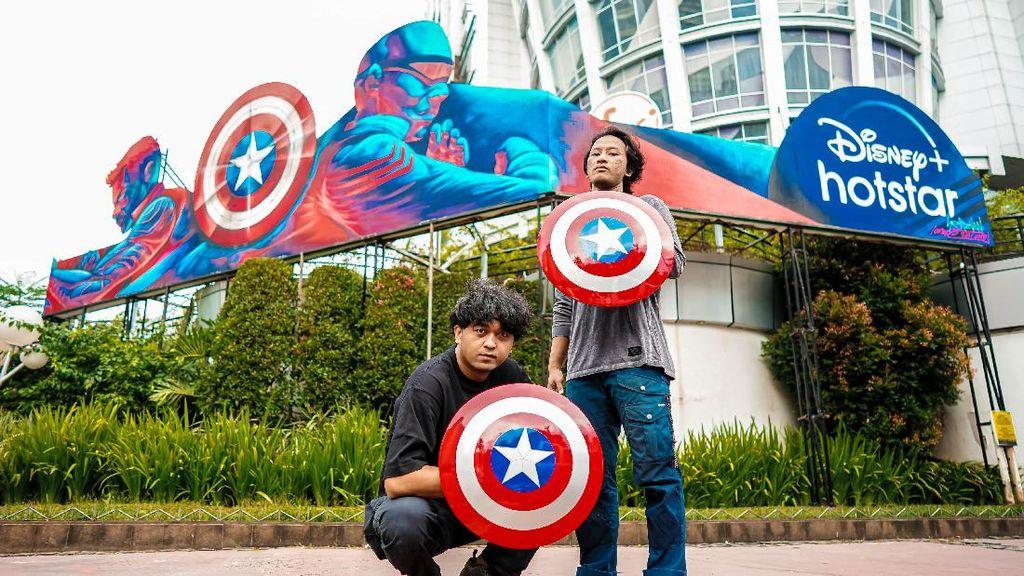 Sambut The Falcon and the Winter Soldier, Duo Seniman Indonesia Bikin Mural