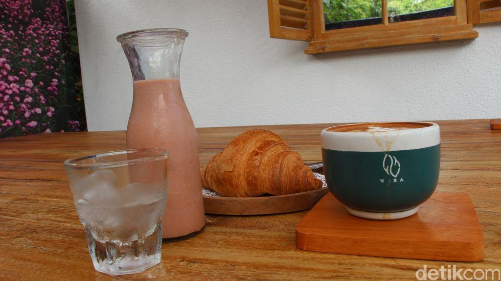 NARA Coffee : Segarnya Sakura Cold Brew di Kafe Cantik yang Tersembunyi