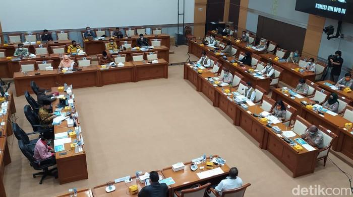 Rapat Komisi VIII DPR Bersama Kepala BNPB Sekaligus Ketua Satgas COVID-19 Doni Monardo
