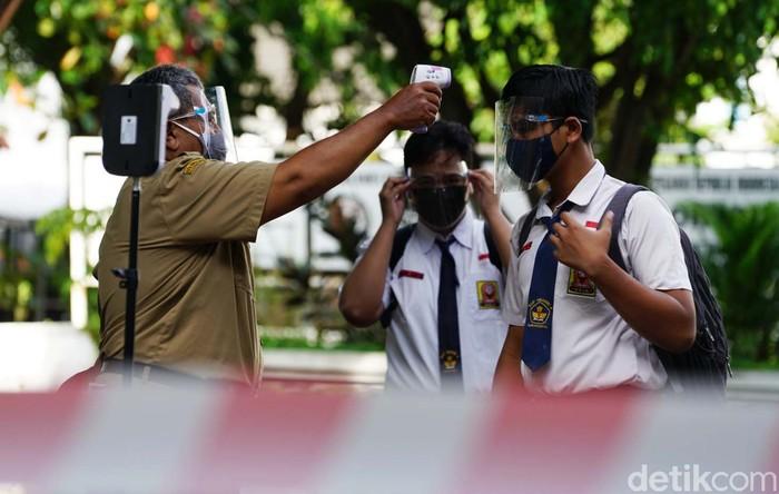 SMP Negeri 4 Solo melakukan uji coba pembelajaran tatap muka (PTM). Kegiatan tersebut sekaligus sebagai persiapan pelaksanaan PTM Juli mendatang.