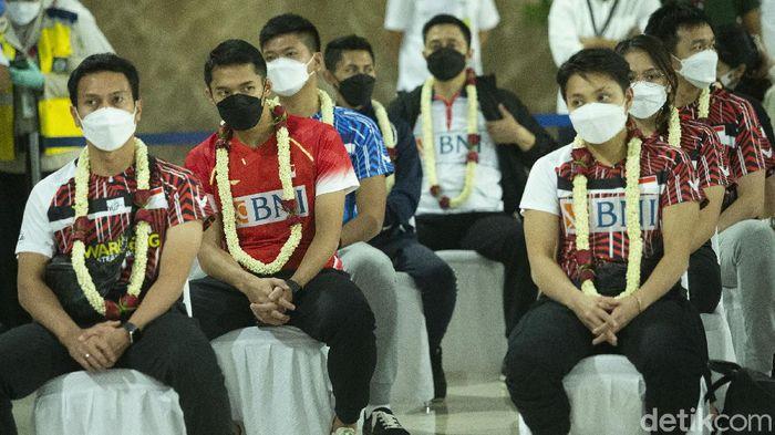 Tim Bulutangkis Indonesia tiba di tanah air setelah bertanding di All England 2021.
