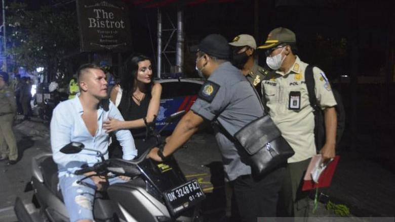 Turis terjaring operasi Yustisi di Bali, Minggu (21/3)