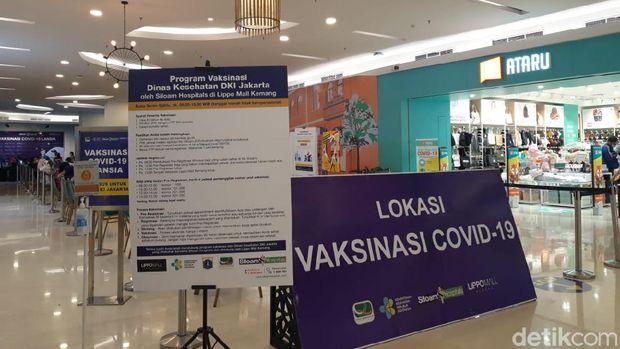 Vaksinasi massal di Lippo Mall Kemang