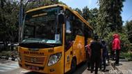 Wus! Bus Sekolah Ini Wara-wiri Antar Jemput Vaksinasi Lansia
