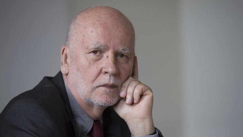 Penyair Polandia Adam Zagajewski Meninggal Dunia