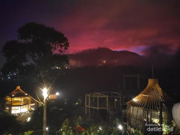Suasana malam hari di Bubu Jungle Ciwidey.