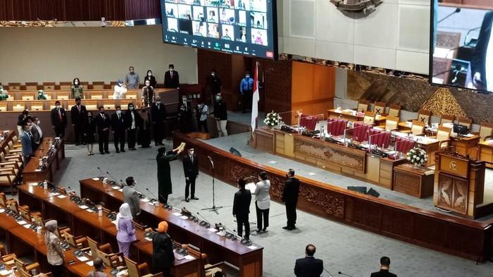 DPR RI melantik satu kader PKB sebagai pengganti antar waktu (PAW) menggantikan Yaqut Cholil Qoumas yang kini menjadi Menteri Agama (Menag). Pelantikan pengganti Yaqut Cholil Qoumas ini digelar dalam rapat paripurna DPR.