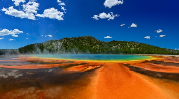 Mata air panas ini adalah Grand Prismatic Spring di Taman Nasional Yellowstone, Wyoming, Amerika Serikat. (Getty Images)