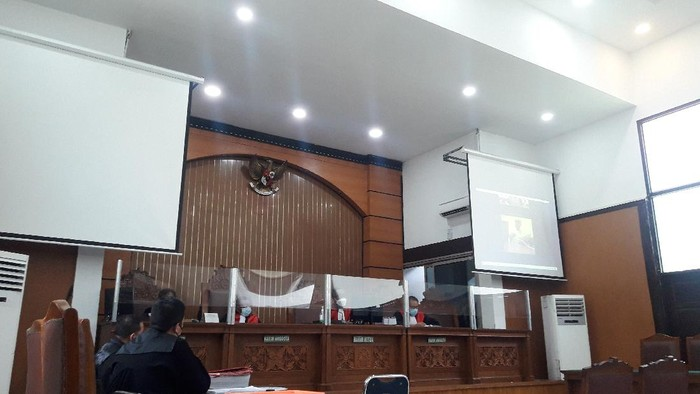 Pengadilan Negeri Jakarta Selatan (PN Jaksel) kembali menggelar sidang kasus ujaran kebencian dengan terdakwa Sugi Nur Raharja alias Gus Nur. Sidang hari ini beragendakan pemeriksaan saksi dari pihak terdakwa.
