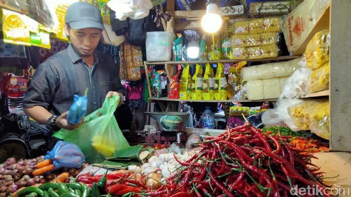 Harga cabai rawit di Pasar Pandeglang mencapai Rp 160 ribu per kg