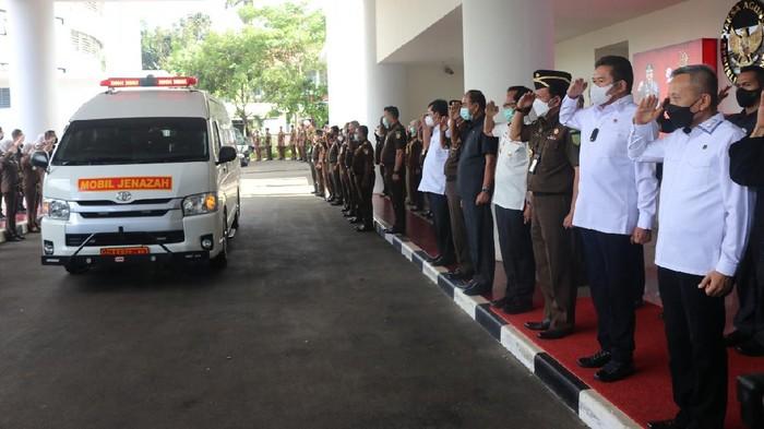 Jaksa Agung Beri Penghormatan Terakhir untuk Almarhum Basrief Arief.