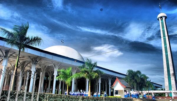 Masjid kebanggaan warga Jambi ini berdiri di atas lahan seluas lebih dari 26.890 M2 atau lebih dari 2,7 hektare. Sedangkan luas bangunan masjid adalah 6.400 meter persegi dengan ukuran 80 meter x 80 meter. Masjid ini mampu menampung 10 ribu jamaah sekaligus.