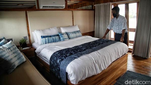 Augustine Phinisi rampung dibuat pada tahun 2020 di Tanah Beru – Bulukumba Sulawesi Selatan berukuran sepanjang 30 meter ini berkapasitas 12 tamu, memiliki 4 kamar tidur, lengkap dengan 4 kamar mandi, ruang makan, dapur, dan tentunya banyak ruang untuk bersantai yang cocok untuk dinikmati bersama keluarga dan sahabat.