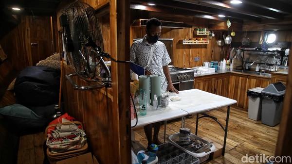 Untuk dapat mengetahui dan melihat-lihat fasilitas Augustine Phinisi, pengunjung bisa juga melihatnya secara virtual melalui www.ancol.com. Bekerjasama dengan 360indonesia, pengunjung akan diajak menjelajahi secara virtual setiap ruang dan sudut kapal phinisi dengan mudah dan menyenangkan.