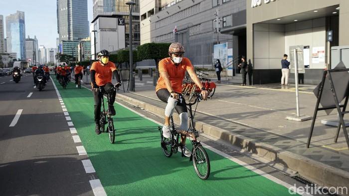 Pagi ini, Menparekraf Sandiaga Uno berangkat ke kantor dengan menggunakan sepeda. Sandiaga gowes dalam rangka peluncuran Sepeda Nusantara.