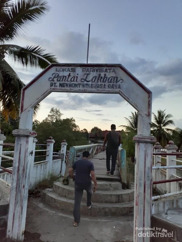 Gerbang Masuk Pantai Lakban