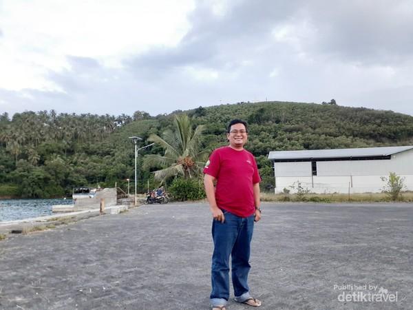 Photo berlatar Bukit Harapan
