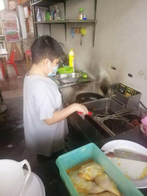 remaja 12 tahun jago masak dan jualan nasi lemak
