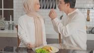 Romantisnya Dinda Hauw dan Rey Mbayang Saat Makan Bareng