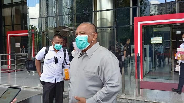Gubernur Gorontalo Rusli Habibie menyerahkan LHKPN 2020 ke KPK, Jakarta, Selasa (23/3/2021).