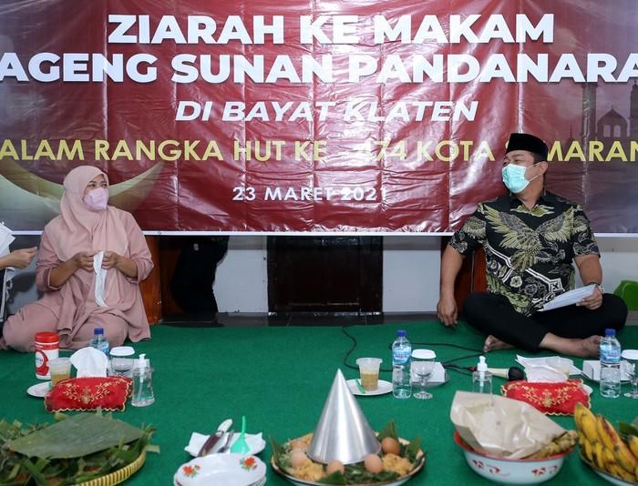 Wali Kota Semarang Hendrar Prihadi melaksanakan agenda ziarah tahunan ke makam Sunan Pandanaran II atau Sunan Bayat di Bayat, Klaten.