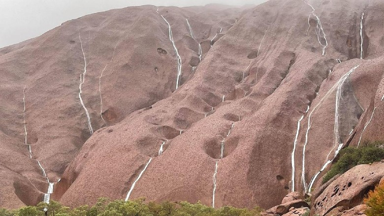 Air terjun di Uluru
