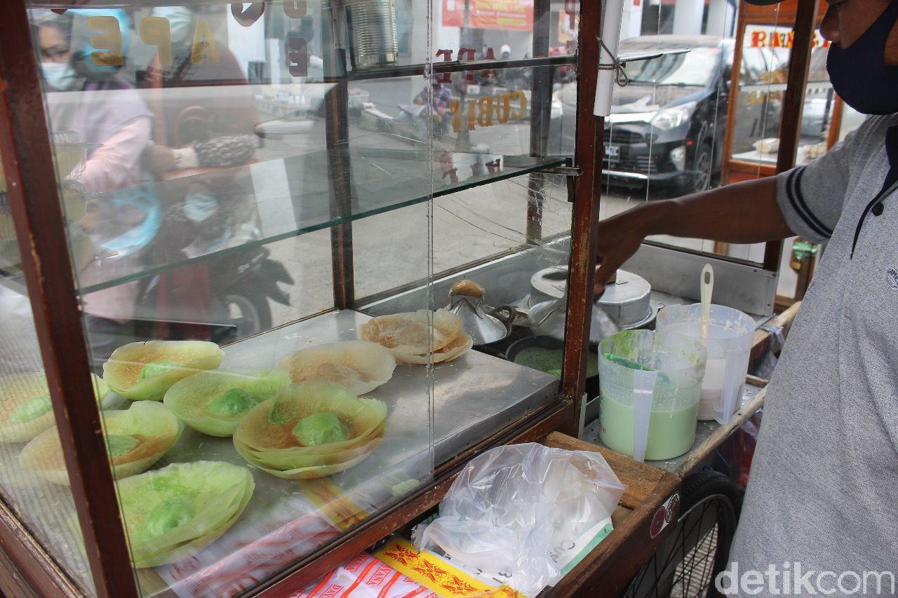 Asyiknya Jajan Es Cincau hingga Kue Ape di Pasar Mayestik