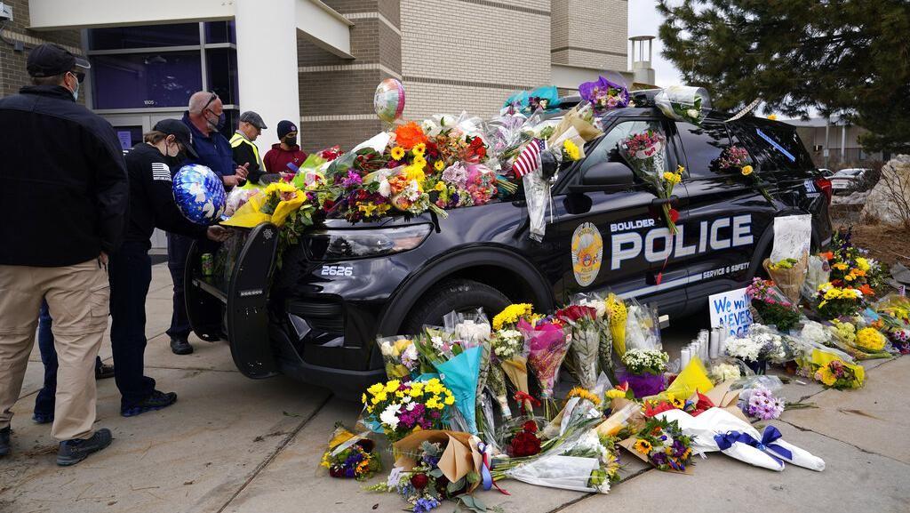 Duka Warga Untuk Korban Penembakan Brutal di Colorado