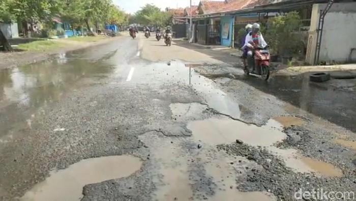 Jalan rusak di Brebes, Rabu (24/3/2021).