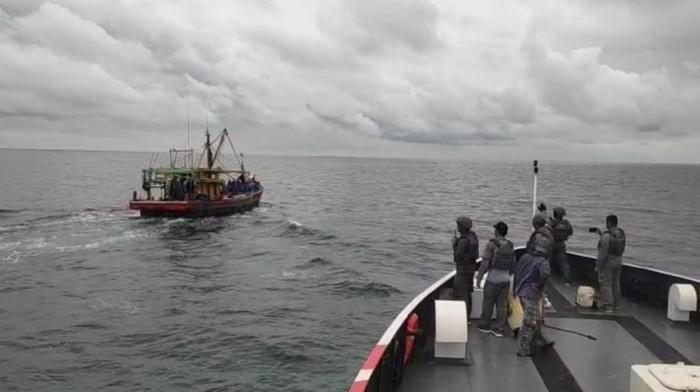 Kapal Bakamla tangkap dua kapal ikan asing di Dumai, Riau
