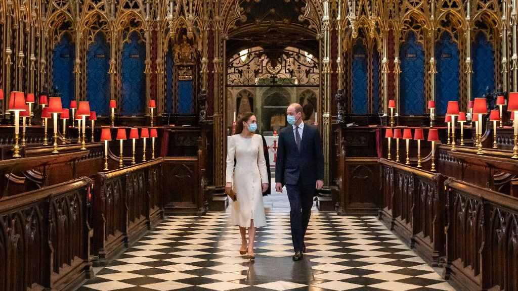 Gaya Kate Middleton Kembali ke Westminster Abbey, Bak Pengantin Lagi