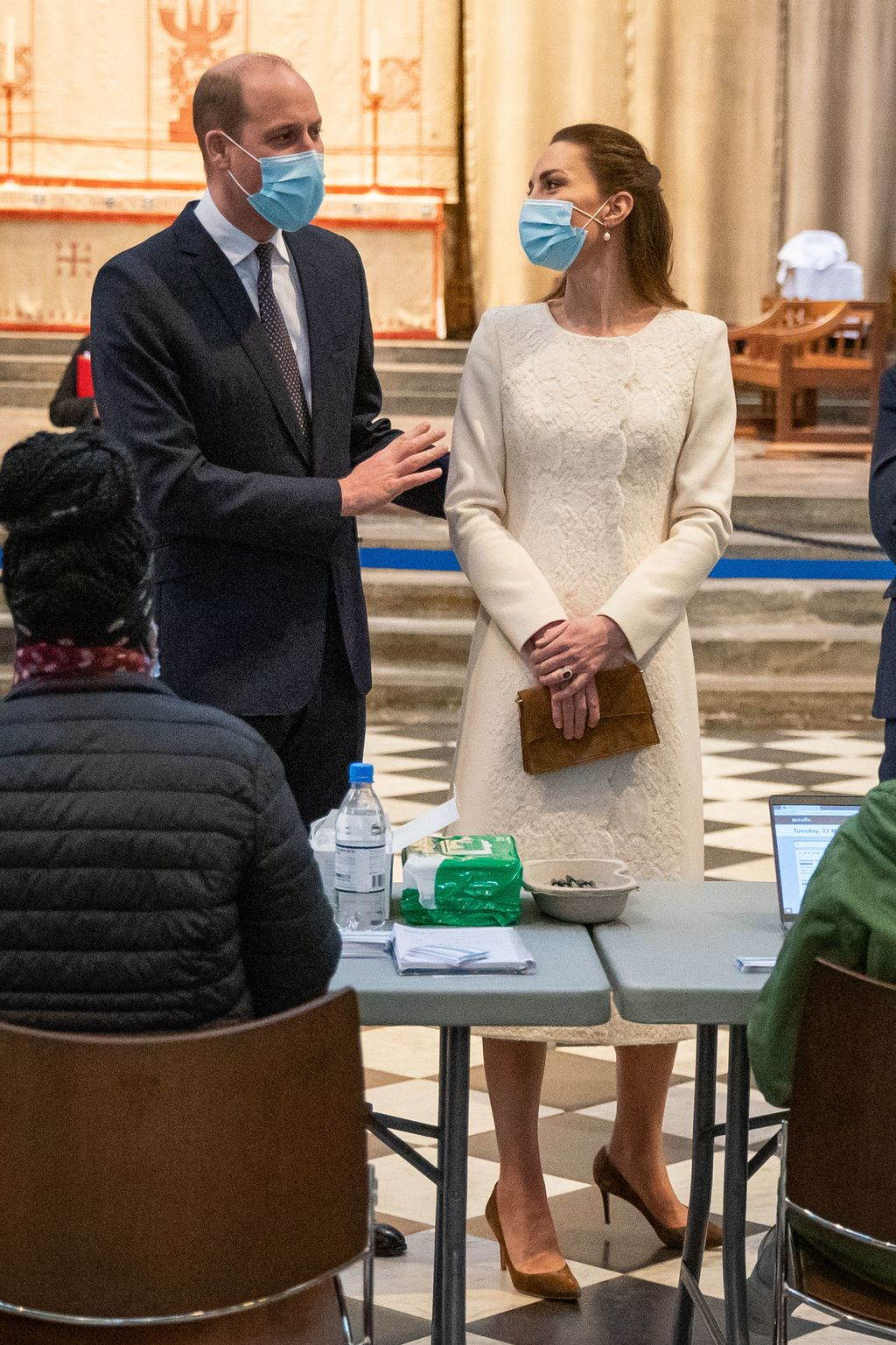 LONDON, ENGLAND - MARCH 23: Prince William, Duke of Cambridge and Catherine, Duchess of Cambridge speak with staff during a visit to the Covid-19 vaccination centre at Westminster Abbey on March 23, 2021 in London, England. (Photo by Aaron Chown - WPA Pool/Getty Images)