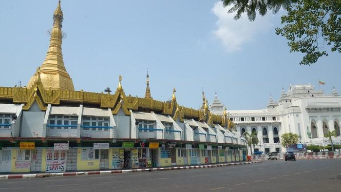 Para aktivis di Myanmar melakukan serangan diam usai bocah 7 tahun tewas ditembak pasukan keamanan. Akibat serangan diam itu Kota Yangon sepi dari aktivitas