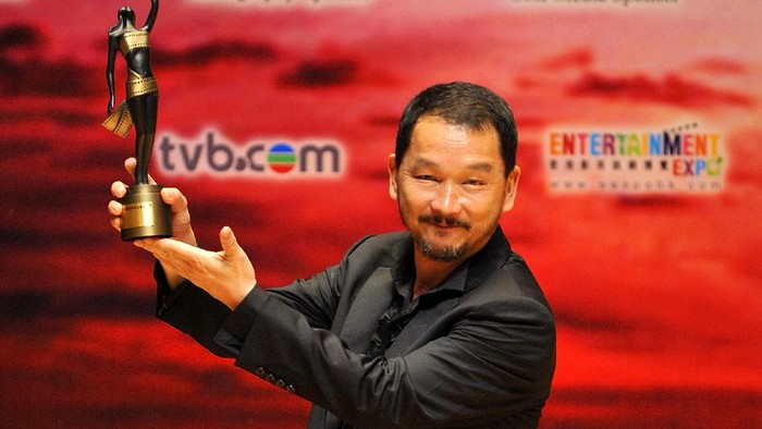 HONG KONG - APRIL 19:  Hong Kong actor Liu Kai-chi celebrates after winning the Best Supporting Actor award for his role on the movie The Beast Stalker during the 28th Hong Kong Film Awards 2009 at the Hong Kong Cultural Centre on April 19, 2009 in Hong Kong.  (Photo by Victor Fraile/Getty Images)