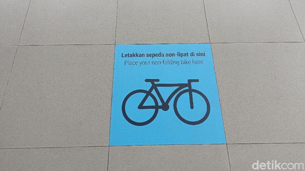 Bawa Sepeda Nonlipat ke MRT? Perhatikan Marka-marka Ini