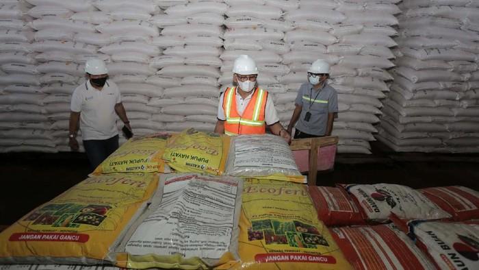 Musim tanam pertama 2021 dimulai Maret-April 2021. Ketersediaan pupuk untuk petani pun terus dipantau. Salah satunya di gudang Pupuk Kaltim di Tabanan, Bali.