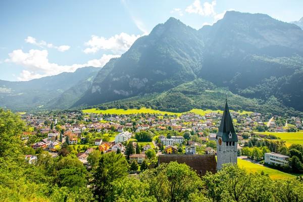 Dulunya, negara ini hanya desa miskin yang dibeli oleh keluarga bangsawanLiechtenstein. (Getty Images)
