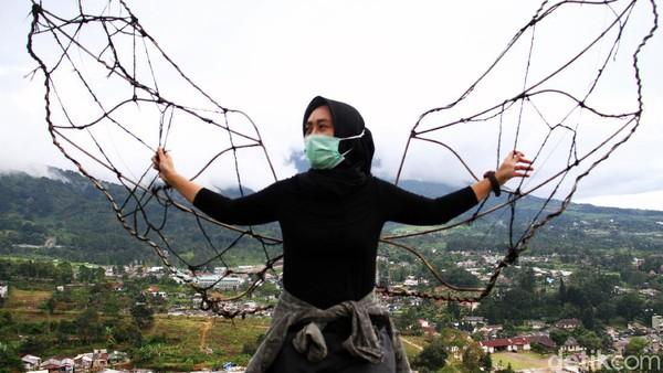 Namun, pandemi COVID-19 membuat tempat wisata tersebut sepi dari aktivitas pengunjung. Guna mengantisipasi penyebaran virus Corona, jumlah pengunjung yang hendak berwisata di sana pun dibatasi.