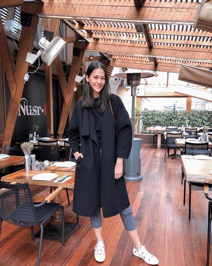 Momen Paula Verhoeven saat Ngopi Cantik di Kafe Hits